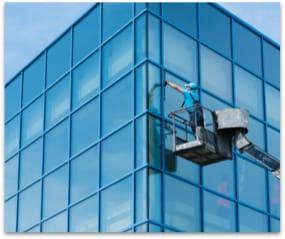 nettoyage-de-vitres-accès-difficile-laveurs