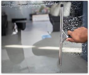 nettoyage-des-fenetres-et-vitres-de-bureaux